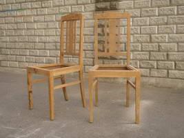 Светлые обеденные стулья
