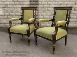 Два кресла (эклектизм)